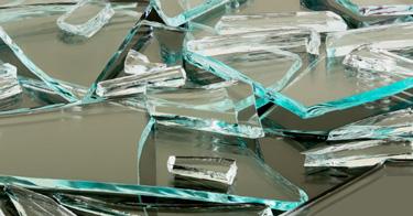Foto von zerbrochenem normalem Glas