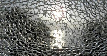 Gebrochenes gehärtetes Verbundglas