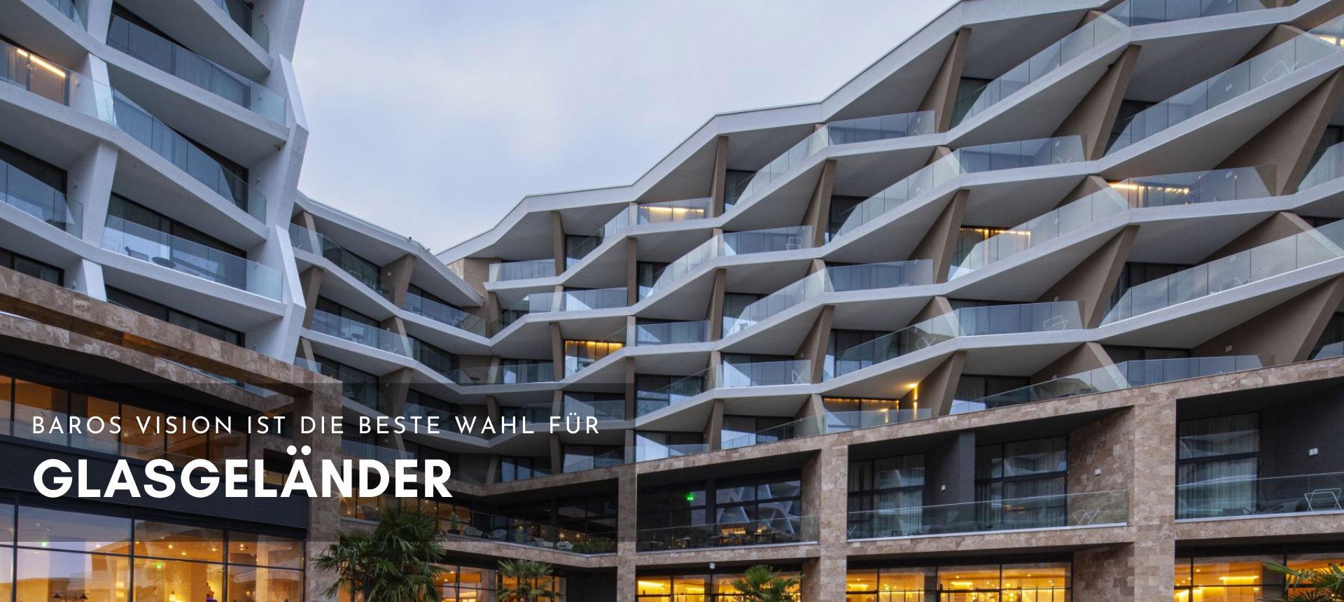 Glasgeländer im Hotelkomplex Baros Vision Project