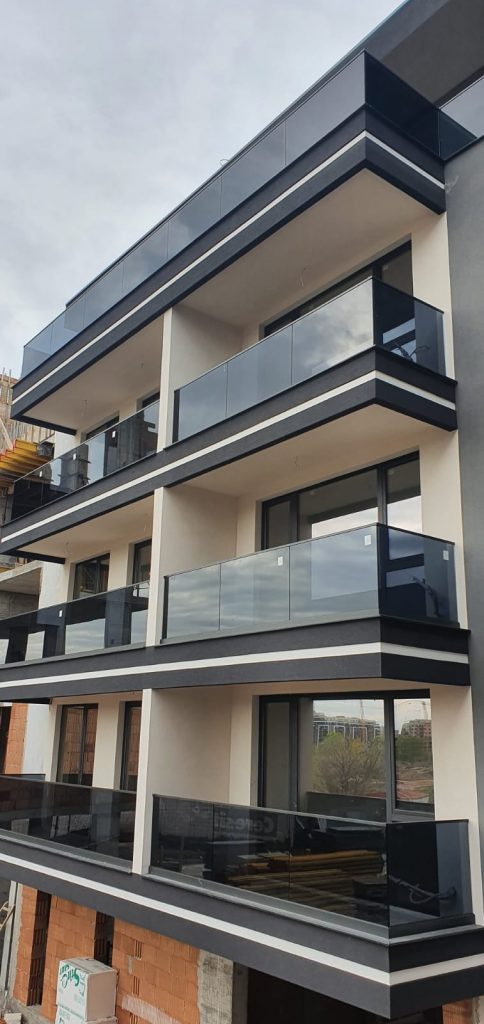 Building with BV4500 with dark laminated glass