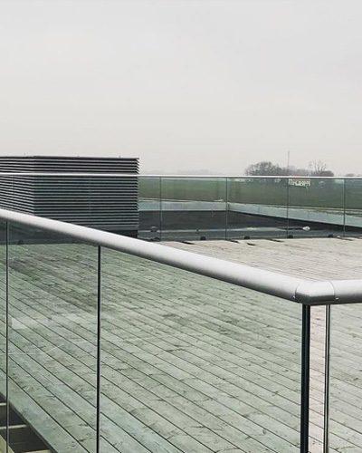 BV9900 ESS сграда стъклен парапет на балкон